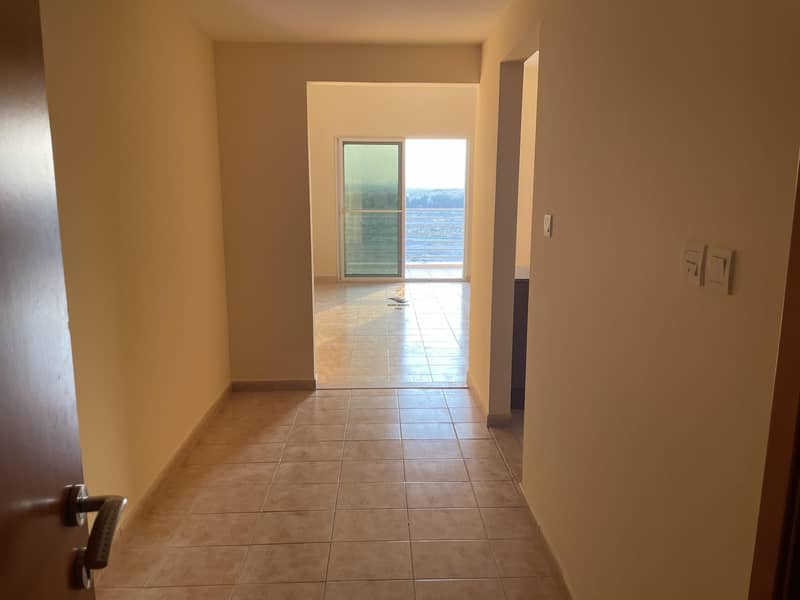 CHILLER FREE STUDIO APARTMENT FOR RENT IN PHOENIX TOWER NEAR SKY COURT TOWER