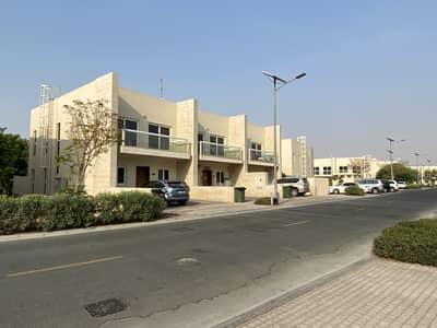 تاون هاوس 3 غرف نوم للبيع في المدينة العالمية، دبي - تاون هاوس في قرية ورسان المدينة العالمية 3 غرف 1600000 درهم - 5061764