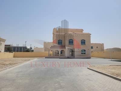 5 Bedroom Villa for Rent in Al Hili, Al Ain - All Master Bedrooms Located Near Dubai Road