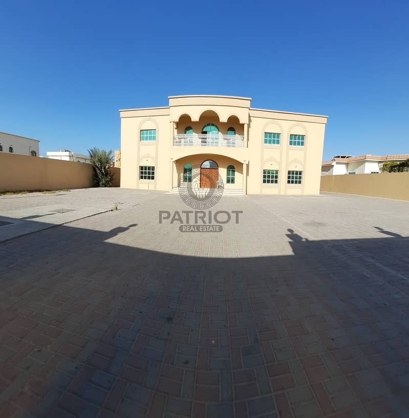 13 An Extremely Impressive 10-BR  Villa In Al Barsha