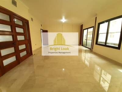 فلیٹ 4 غرف نوم للايجار في شارع حمدان، أبوظبي - Cozy 4 BHK with  Balcony | 85,000/Year| 3 Payments