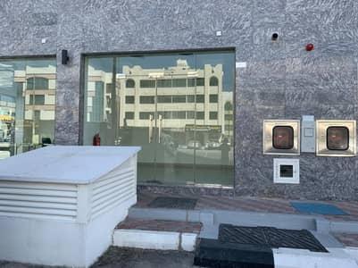 محل تجاري  للايجار في مصفح، أبوظبي - Shop for rent with store in new building on the main street  located in ( Mussafah shabiya ME _ 10 MBZ )