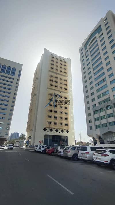 فلیٹ 4 غرف نوم للايجار في شارع حمدان، أبوظبي - APARTMENT FOR RENT IN SHEIKH SAIF TOWER Huge 4 Bedrooms