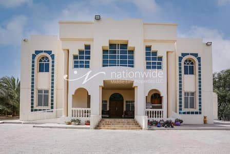 6 Bedroom Villa for Sale in Al Marakhaniya, Al Ain - spacious and luxurious villa for sale at a great price