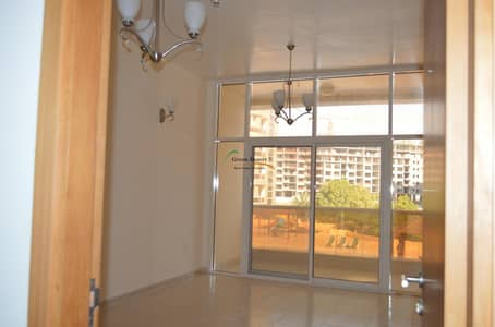 Large 1 BHK, Corner, Pool View, Closed living & Ktn, Axis 1