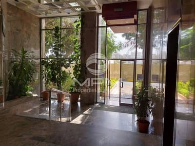 3 Bedroom Flat for Rent in Electra Street, Abu Dhabi - Spacious & Bright | Maid's Room | Balcony | 4 chqs