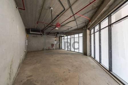 محل تجاري  للبيع في أبراج بحيرات الجميرا، دبي - Shell & Core|Lake level|DMCC license
