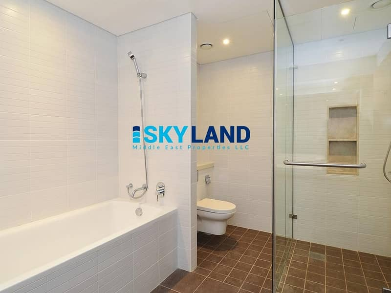 10 Luxurious Lifestyle ! Huge 2BR+Store+Laundry with Balcony !