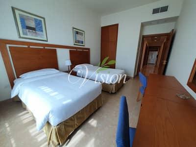 فلیٹ 3 غرف نوم للايجار في شارع النجدة، أبوظبي - Huge Three Bedroom Apartment for Rent!