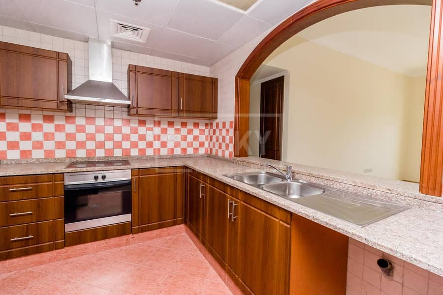 2 13 Months   Spacious 2 Bed   Multiple Chqs   Close to Metro