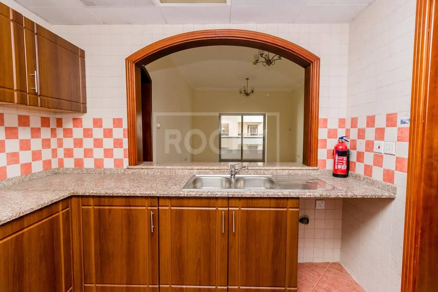 2 Reduced Rent   13 Months   Close to Metro   6 Chqs