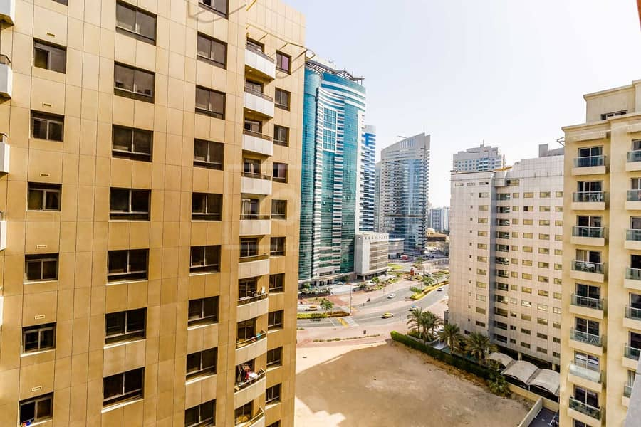 14 Reduced Rent   13 Months   Close to Metro   6 Chqs