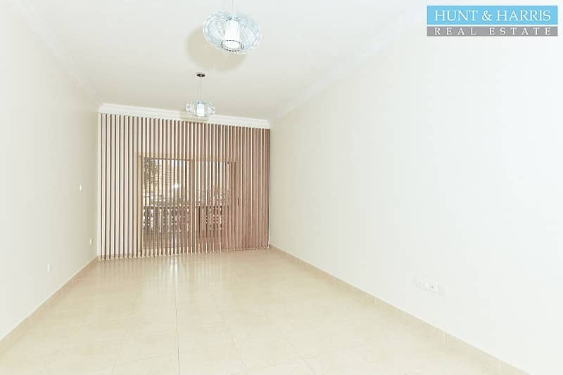 2 Fully Renovated Studio - Walking Distance to the Beach
