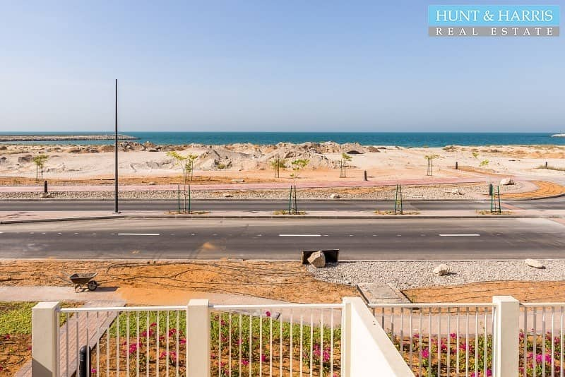 23 Beach Townhouse with Sea View |Tenanted| Priced to Sell|