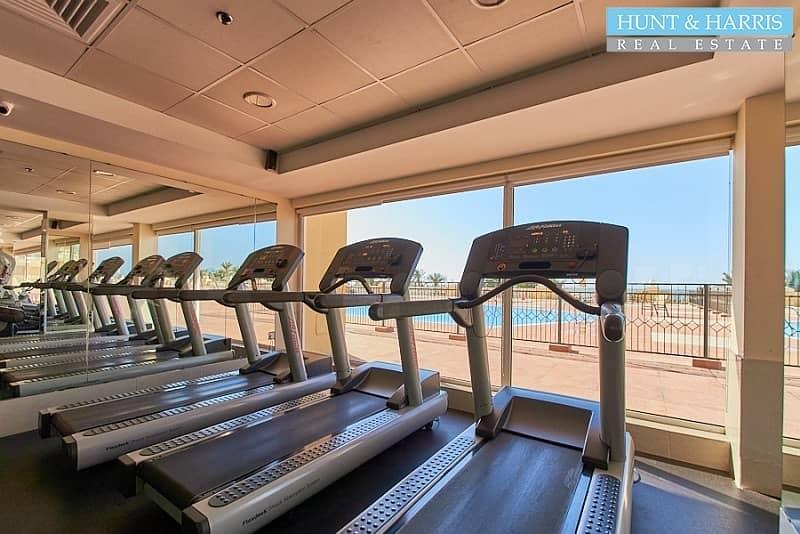 15 Stunning Sea Views - Free Gymnasium - Well maintained