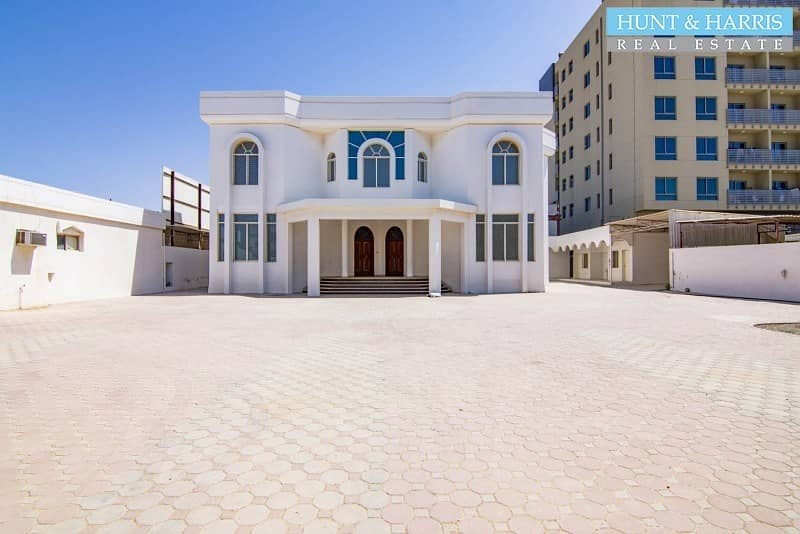 Beach Front Villa - Immaculate Interior - Large Plot