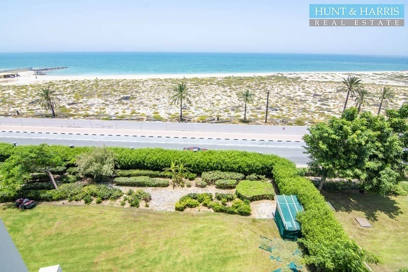 2 Stunning 2 Bedroom furnished apartment - Sea view