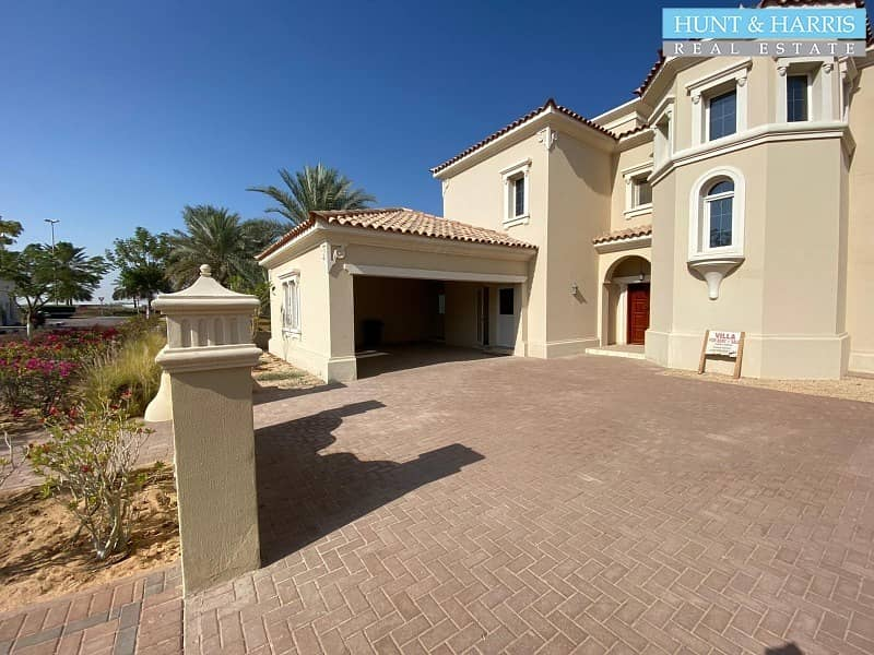 2 Community Lifestyle - Family Living - 4 Bedroom Villa - Excellent finish.