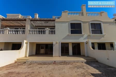4 Bedroom Townhouse for Sale in Al Hamra Village, Ras Al Khaimah - Four Bedrooms Spacious Living - Golf and Lagoon View - Open Roof