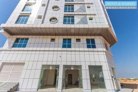 محل تجاري  للايجار في الجزيرة الحمراء، رأس الخيمة - Ideal Retail For Laundry |Great Opportunity| Brand New Building