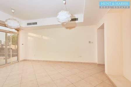 فیلا 5 غرف نوم للايجار في قرية الحمراء، رأس الخيمة - Stunning Beach Front Villa - Sea Views - Available Now