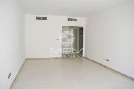 شقة 2 غرفة نوم للايجار في الخالدية، أبوظبي - Swimming Pool | Balcony | Parking | 4 Chqs