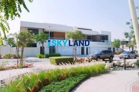 5 Bedroom Villa for Sale in Yas Island, Abu Dhabi - Luxurious 5BR+Maids+Driver Room w/ Big Private Yard !