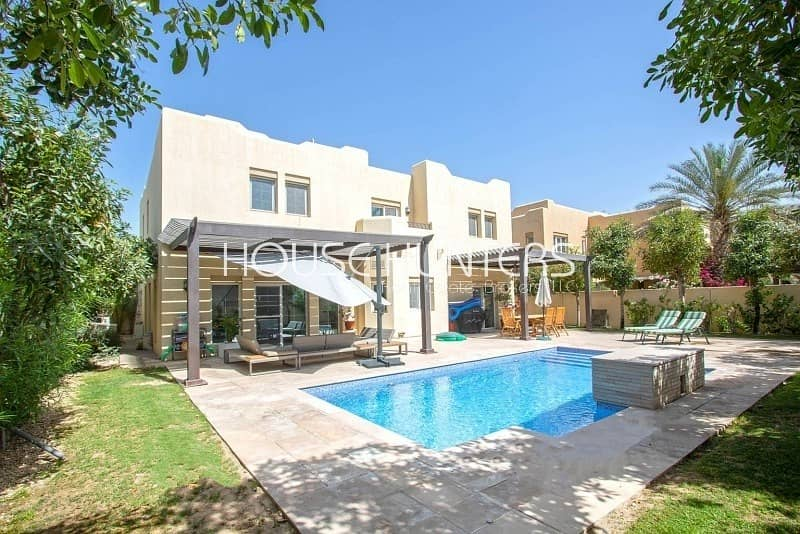 2 Exclusive Immaculate 5BR | Private pool |