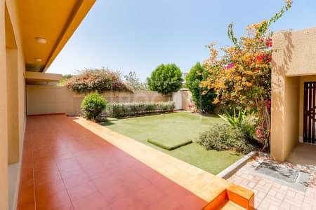3 Bedroom Villa for Rent in Jumeirah, Dubai - Single Storey | 3 Bed plus Maids | Big Private Garden | Jumeirah 2