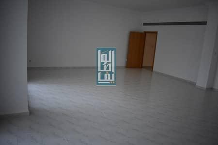 فیلا 4 غرف نوم للايجار في جميرا، دبي - 4 Bed Villa Fully Upgraded With Share Garden & Pool!