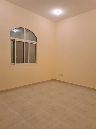 فلیٹ 1 غرفة نوم للايجار في الشامخة، أبوظبي - غرفة وصالة ممتازة مع رووف خاص في الشامخة