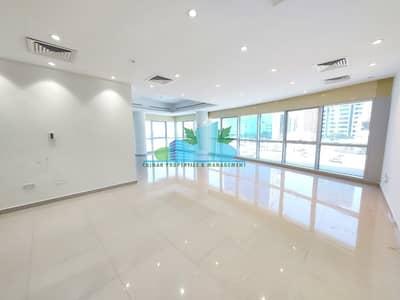 شقة 4 غرف نوم للايجار في شارع المطار، أبوظبي - MASSIVE 4 MASTERS w/ MAID-ROOM.LAUNDRY.NEAR CORNICHE
