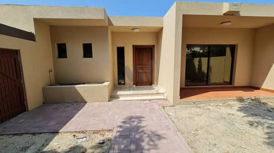3 Bedroom Villa for Rent in Jumeirah, Dubai - Private Garden | Renovated | 3 BR Plus Maids