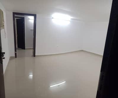 استوديو  للايجار في مدينة الفلاح، أبوظبي - عرض محدود !!! شقة استوديو مع مطبخ مناسب وساحة خاصة في 1800 شهر في مدينة الفلاح.