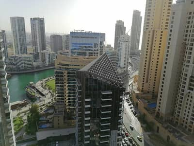 فلیٹ 3 غرف نوم للايجار في دبي مارينا، دبي - Dubai Dubai marina , near tram station , 3 b/r with chiller free , 4 cheques , high floor