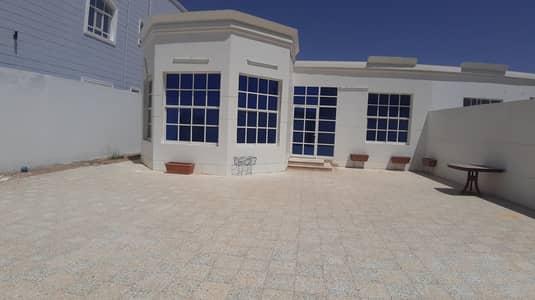 3 Bedroom Villa for Rent in Al Marakhaniya, Al Ain - 3bhk ground floor villa in al markhaniyya