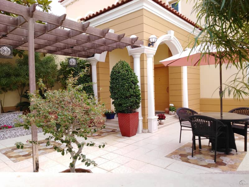 4 Bedroom small  with large plot jumeirah Park