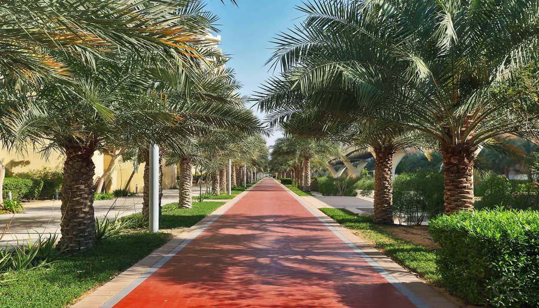 11 4 Bedroom small  with large plot jumeirah Park