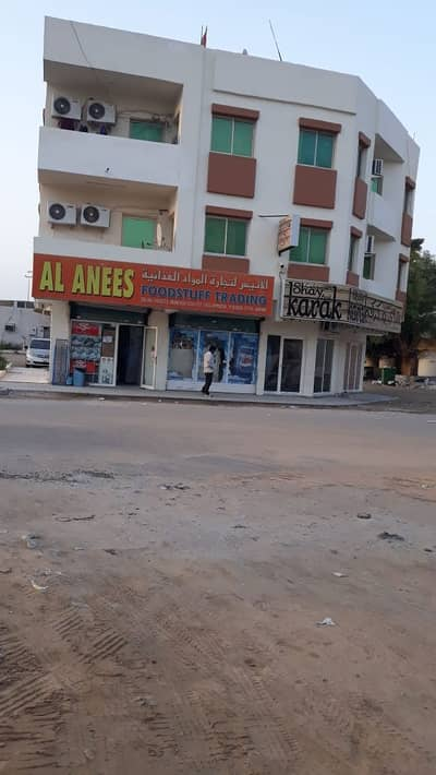 Direct from the owner Building for sale in Al Bustan area of 2000 On 3 streets, 2 Kar Streets, and Residential Commercial Trapp Street. Ground + two floors and roof.