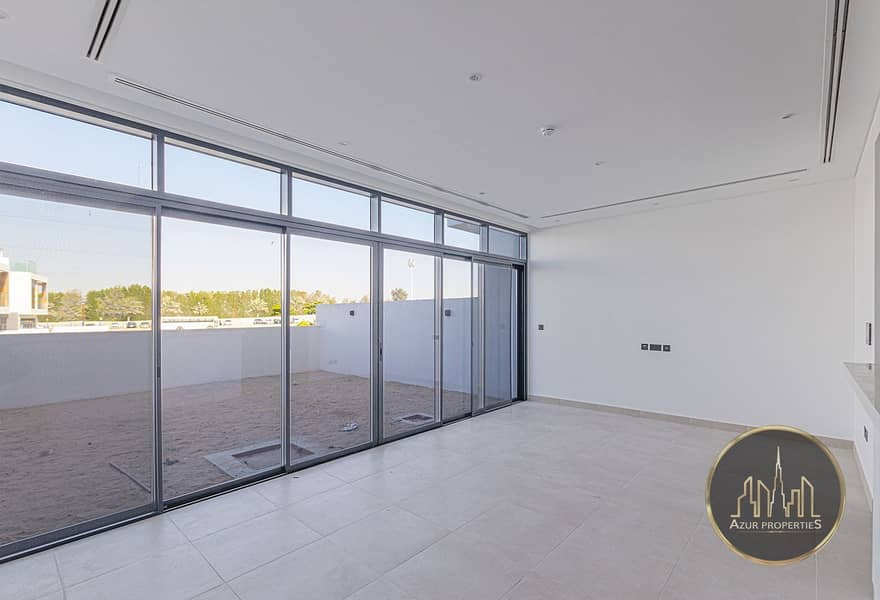 Lake View | Modern Design | 3 Bed Townhouse