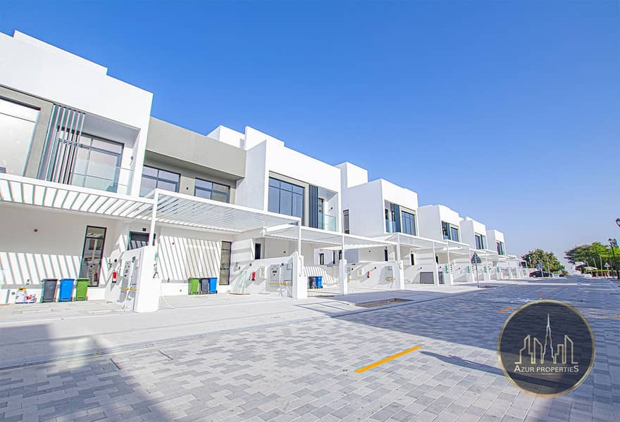 20 Lake View | Modern Design | 3 Bed Townhouse