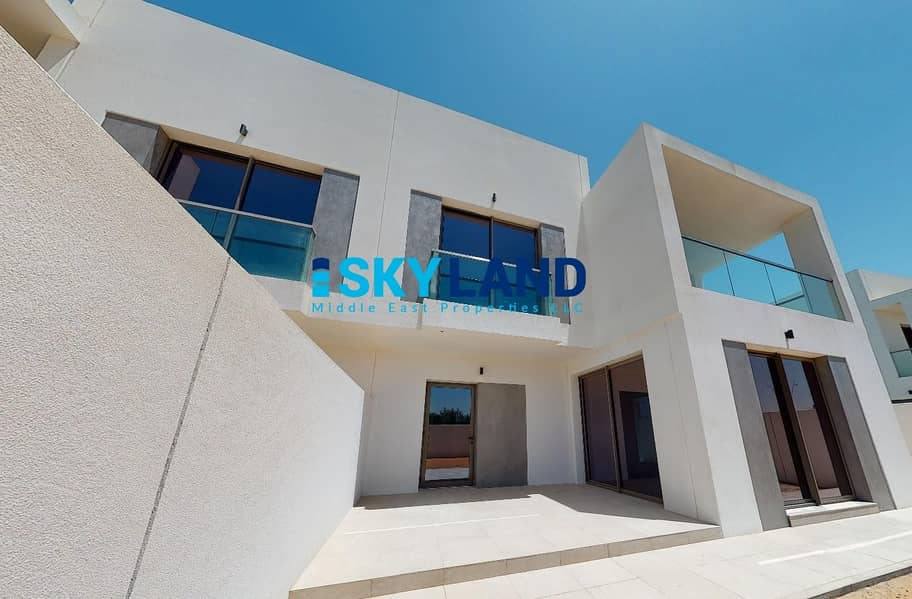 12 Luxury Modern 3 Beds in Big Plot ! Prime Location!