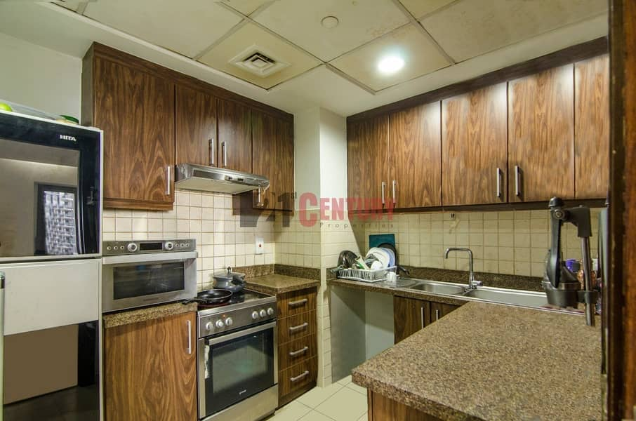 Lovely 2 BR + Laundry SZR View Executive Towers