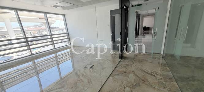 مکتب  للايجار في شارع الشيخ زايد، دبي - Spacious good layout office in The curve Building Prime Location