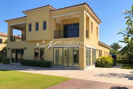 4 Bedroom Villa for Rent in Saadiyat Island, Abu Dhabi - Spacious Home with Garden and Natural Light