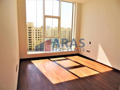 2 Bedroom Apartment for Rent in Palm Jumeirah, Dubai - Partial Sea View | Private Beach | Ready to Move