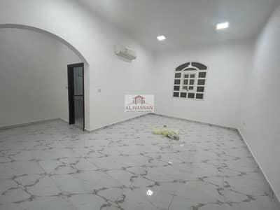 شقة 4 غرف نوم للايجار في الشوامخ، أبوظبي - Superb 4 Bedrooms Hall in Villa at Al Shawamekh