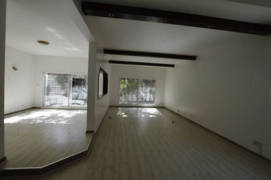2 5 BR INDEPENDENT VILLA AVAILABLEW FOR RENT IN JUMEIRAH