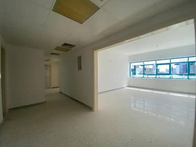 شقة 2 غرفة نوم للايجار في شارع حمدان، أبوظبي - شقة في شارع حمدان 2 غرف 46999 درهم - 5087552