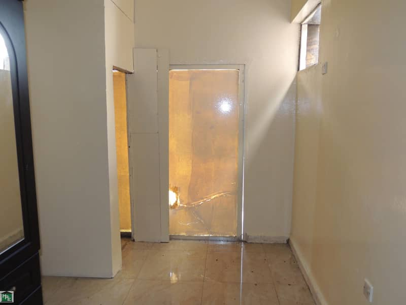 2 !!NO COMMISSION!! SPECIOUS OFFICE !! GOOD LOCATION IN MEENA BAZAR